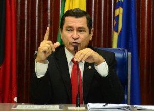 Anísio diz que oposição defende banqueiros e cobra portas blindadas nos bancos