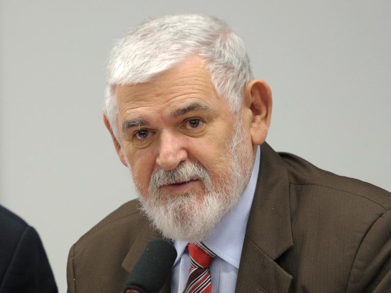 BASTIDORES: Pré-candidatura de Luiz Couto ao Senado gera disputa por bases do deputado no PT