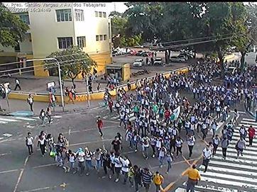 Estudantes realizam protesto contra passagens de ônibus em frente ao Liceu