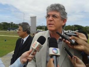 Sem constrangimento, Ricardo lembra a Lígia Feliciano que a população votou nele