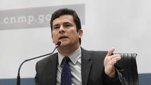 Juiz Sérgio Moro pede apoio da população para prender petistas poderosos