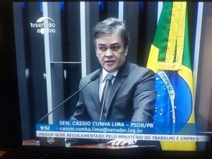 """Na tribuna do Senado, Cássio pede novas eleições e clama o povo nas ruas: """"Se você não for, ela fica"""""""