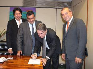 Inconformado com mudança no PROS, Lindolfo vai a Brasília decidir futuro partidário
