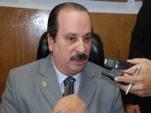 """Durval diz que tucano está cantando vitória antes do tempo: """"Muita água vai rolar"""""""