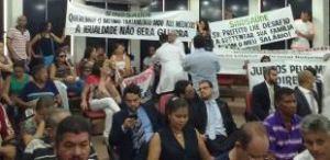 Servidores da saúde ocupam galeria da CMJP em protesto por melhorias salarias