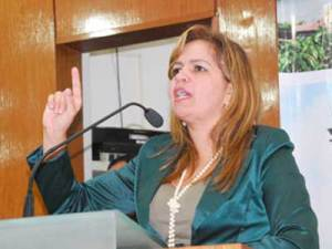 """Raíssa Lacerda cobra ao prefeito demissão de Adalberto Fulgêncio: É um incompetente"""""""