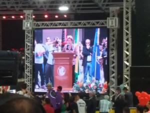 Dilma chama chama Temer de parasita e diz que peemedebista vai acabar com programas sociais
