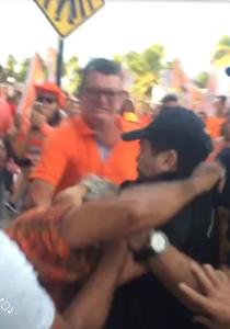 Socos e pontapés: Carreata de Cida Ramos termina em briga entre fiscal do TRE e militante