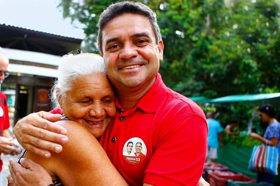 Charliton se compromete com construção da 'Casa Lar' para os idosos