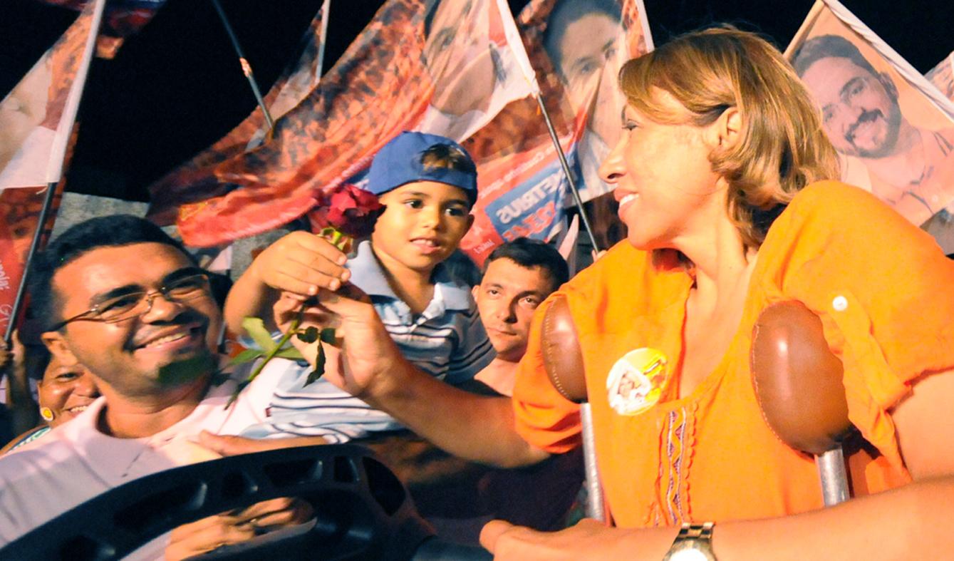 Cida realiza Caminhada no Jardim Veneza e garante investimentos para o bairro