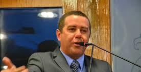 Aliado de Durval questiona apoio e diz que presidente tem maioria de assinaturas dos vereadores