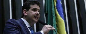 Suplente alega que deputado paraibano não tem filiação partidária e vai requerer mandato na justiça