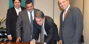 BASTIDORES: Deputados se reúnem com Lindolfo Pires para discutir filiação ao PROS