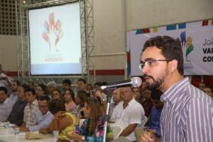 Tibério Limeira não se intimida e volta a participar de plenária ao lado de Cartaxo