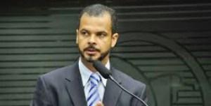 Jutay nega adesão a RC e diz que tratou de assuntos da Igreja Universal com governador