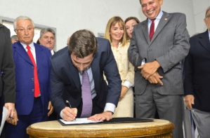 """""""A história agradece"""", diz Gervásio ao trasferir administração da AL para hotel"""