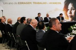 Ao lado de Temer, Cássio participa de evento de um ano de governo no Palácio do Planalto