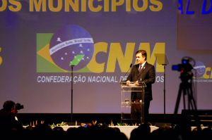 Cássio Cunha Lima participa da abertura da 20ª Marcha Nacional dos Prefeitos