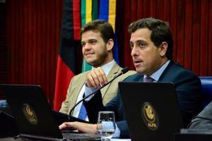 Gervásio anuncia pagamento da 1° parcela do 13° aos servidores da Assembleia