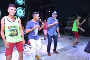 Festa em São Bento vira 'Showmício' com direito a jingle de campanha; veja