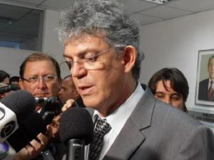 Ricardo Coutinho manda ligar bombas e água chega às casas na região de CG