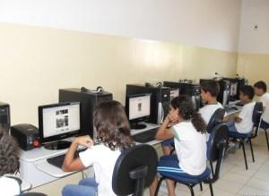Cartaxo entrega 2.200 novos computadores para rede municipal de JP