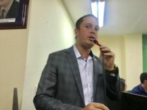 """Água com excesso de coliformes fecais: """"População toma suco de bosta, diz vereador do PT"""