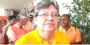 """João Azevedo critica escolha de Lucélio: """"É um projeto pensando em grupos e não no povo"""""""