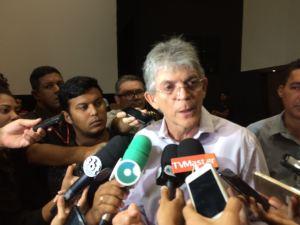 """Durante posse de concursados, Ricardo desdenha da oposição: """"Está desmoralizada"""""""