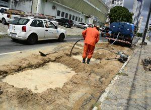 Prefeitura de João Pessoa multa Cagepa por buraco na Avenida Espírito Santo