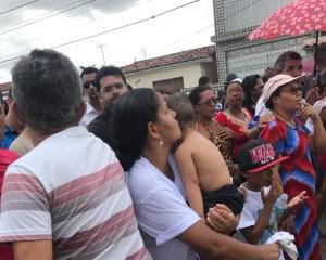 Políticos são hostilizados durante enterro de grávida morta em acidente com ambulância da prefeitura
