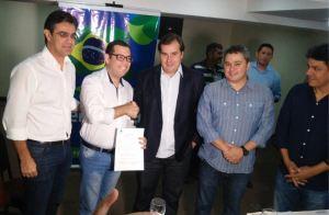 Cúpula nacional do Democratas abona filiação de Leo Micena ao partido para concorrer à Assembleia Legislativa