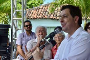 Gervásio comemora nas redes sociais restauração em rodovias do Sertão