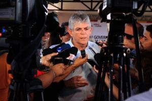 Ricardo evita imprensa e cancela evento sobre Democracia Participativa; saiba o motivo