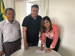 Dra. Joelma se filia ao Democratas e confirma apoio a Efraim Filho para federal e Léo Micena estadual