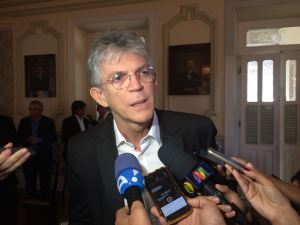 """Ricardo diz que crise no país é fruto do """"golpe contra Dilma"""" e falta de legitimidade de Temer"""