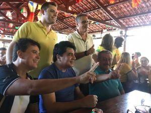 Manoel Júnior assiste jogo da seleção com Maranhão e demonstra entrosamento com emedebista
