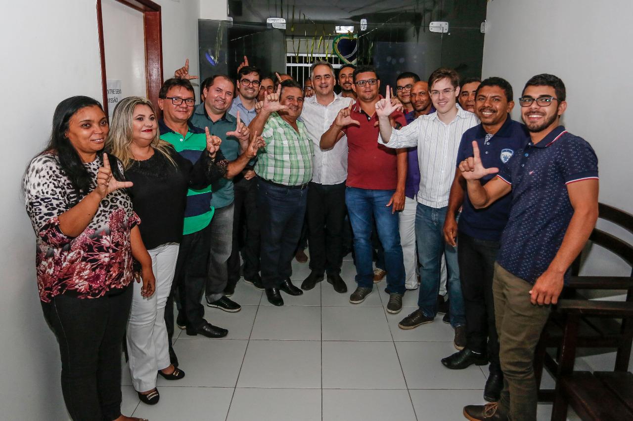 """NA ESTRADA: """"Diálogo, trabalho e resultados precisam ser prioridades na Paraíba"""", diz Lucélio em Belém"""