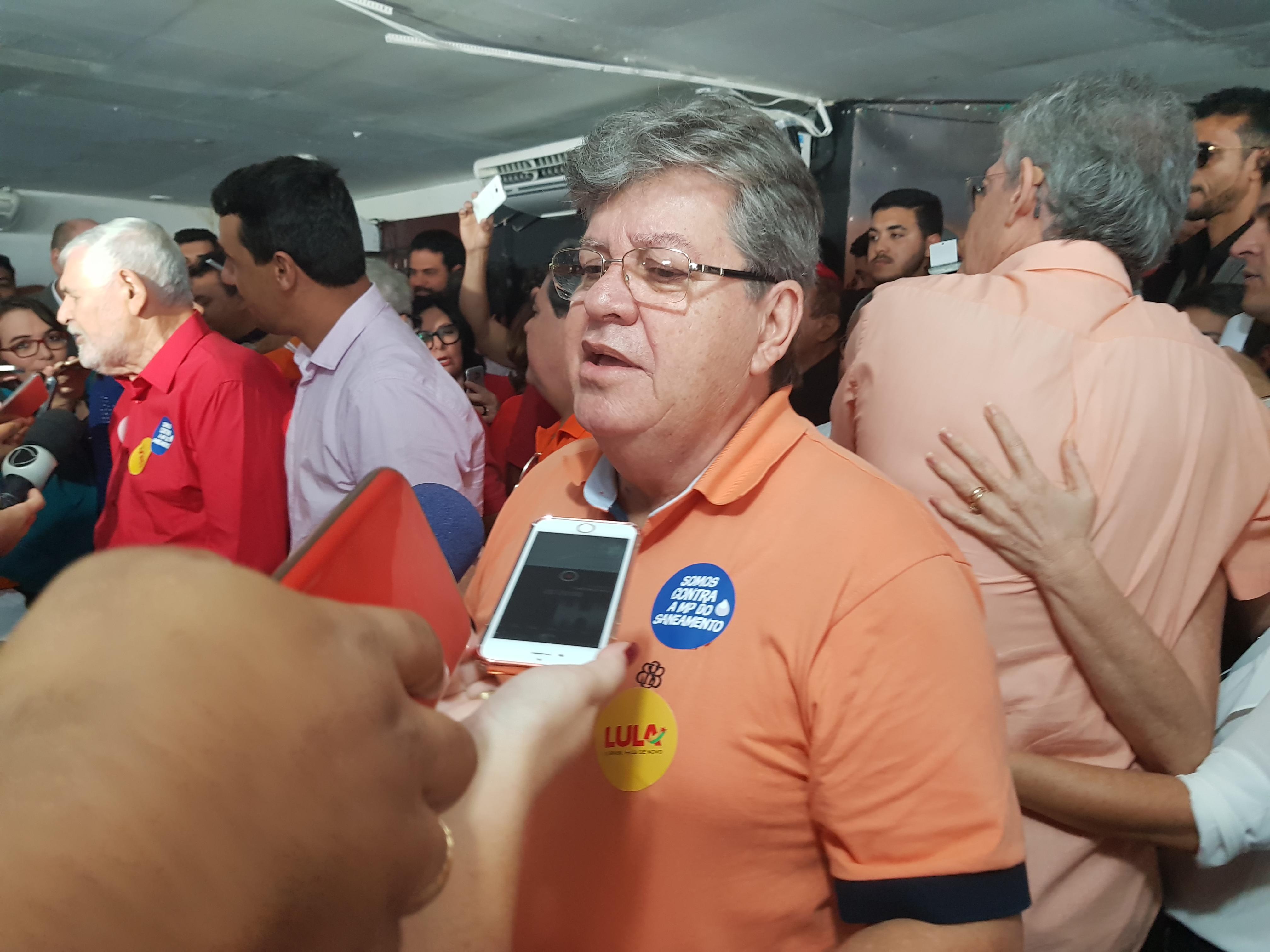 João Azevêdo diz que Couto engrandece chapa do PSB e promete vice até sábado