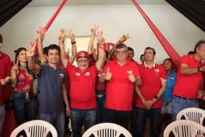 Zé Maranhão participa de lançamento de candidatura e visita feira livre em Mamanguape