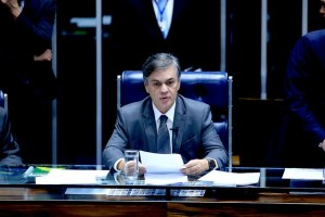 Projeto de Cássio proíbe a retenção do salário por bancos para o pagamento de empréstimo
