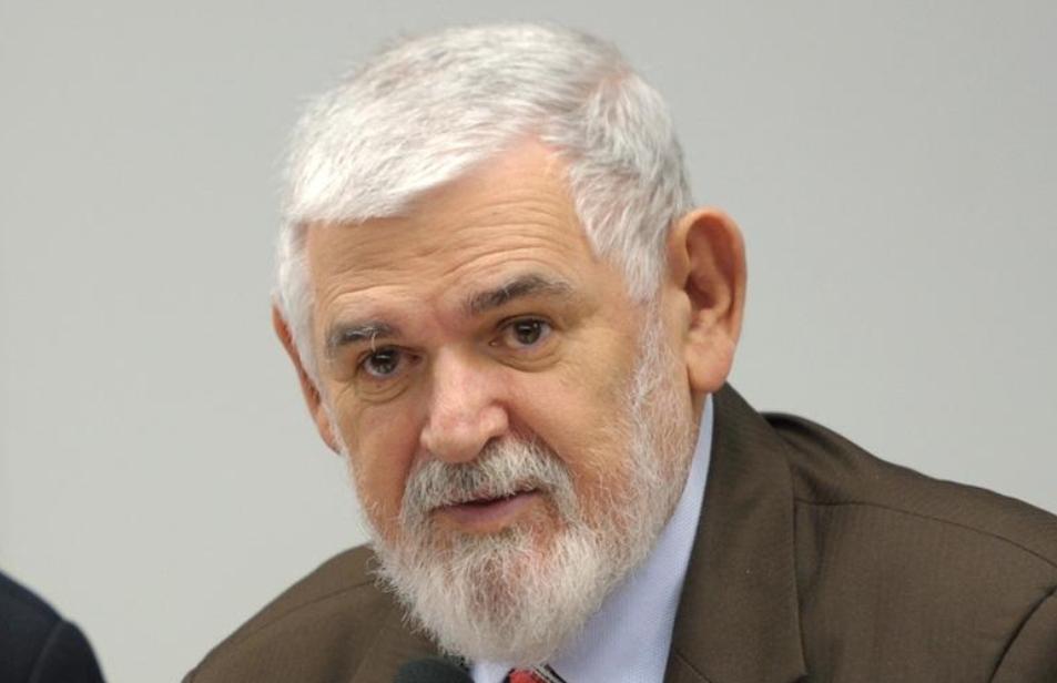 TRE pune Couto por mentir sobre Cássio em guia eleitoral