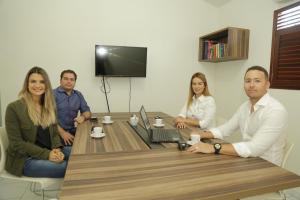 Em reunião, Daniella reafirma compromisso com peritos da Paraíba