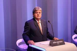 No último debate antes da eleição, João projeta segurança hídrica em até três anos na PB e redução na conta de luz