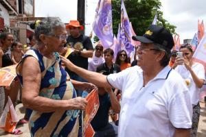 João caminha em bairros de JP e destaca importância de dar continuidade ao projeto iniciado por Ricardo