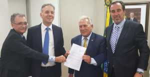 Deputado Galego Souza acompanha Aguinaldo Ribeiro durante audiências com prefeitos em Brasília