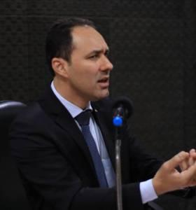 Sheyner Asfóra ressalta incoerência de Paulo Maia em disputar reeleição
