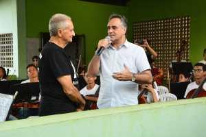 Prefeito apresenta projeto Ação Social Pela Música do Alto do Mateus ao maestro João Carlos Martins