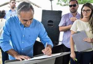 Luciano Cartaxo autoriza pavimentação no Alto do Mateus e bairro ganha alternativa de mobilidade urbana