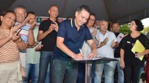 Emerson Panta assina ordem de serviço para PSF integrado em Marcos Moura